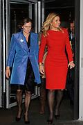 Prinses Maxima vertrekt na de uitreiking van de Prins Bernhard Cultuurfonds Prijs 2011 aan Anton Corbijn in Muziekgebouw aan het IJ in Amsterdam