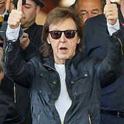 NLD/Amsterdam/20150608 - Paul McCartney verlat zijn hotel in Amsterdam  - Sir Paul McCartney leaves his hotel in Amsterdam during his tour