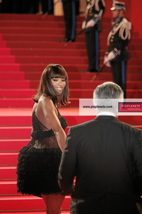 Naomie Campbell - Festival de Cannes - Montée des marches - 25/05/2007 - JSB / PixPlanete
