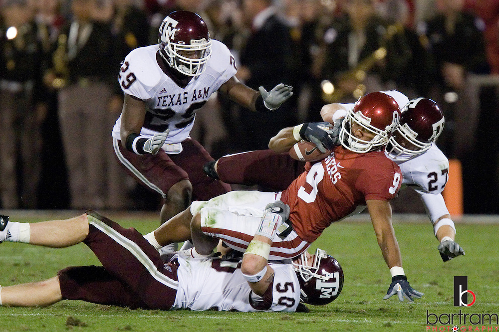 Oklahoma's Juaquin Iglesias is tackled by Texas A&M linebacker Mark Dodge (50) and defensive back Jordan Peterson on Saturday, Nov. 3, 2007 in Norman, Oklahoma. The University of Oklahoma won the game 42-14. (PHOTO BY KEVIN BARTRAM)