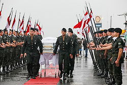 CHAPECO (BRAZIL), Dec. 3, 2016 (Xinhua) -- Photo provided by Brazil's Presidency shows soldiers carrying caskets of the members of the Brazilian soccer team Chapecoense who were killed in an air crash in Colombia, at the Chapeco Airport in Chapeco, Brazil, on Dec. 3, 2016. (Xinhua/Brazil's Presidency/Beto Barata) (Credit Image: © Brazil'S Presidency/Xinhua via ZUMA Wire)