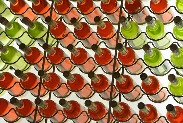 Nederland, Nijmegen, 7-1-2013Het wijnrek van filmhuis Lux. Een flinke voorraad roze en witte wijn.Foto: Flip Franssen
