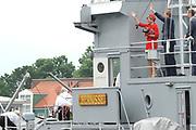 Zijne Majesteit Koning Willem-Alexander en Hare Majesteit Koningin Máxima bezoeken de provincie Zuid Holland .<br /> <br /> His Majesty King Willem-Alexander and Máxima Her Majesty Queen visits the province of Zuid Holland<br /> <br /> Op de foto / On the photo:  Koning en Koningin in Hellevoetsluis het Droogdok Jan Blanken van waar ze met de AMS 60 MS Bernisse naar Koopvaardijhaven varen.<br /> <br /> King and Queen in Hellevoetsluis Dry Dock Jan Blanken from where they sail to 60 MS Bernisse Koopvaardijhaven with the AMS.
