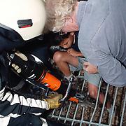 Kind bekneld in wildrooster Randweg Huizen, bevrijd door de brandweer