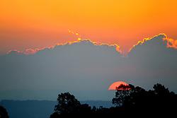 Por do Sol na zona sul, bairro Vila Nova de Porto Alegre. FOTO: Jefferson Bernardes/Preview.com