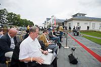 07 SEP 2008, WERDER/GERMANY:<br /> Journalisten schreiben Ihre ersten Bericht waehrend der  Klausurtagung der SPD Parteispitze in deren Anschluss Steinmeier den Ruecktritt von K urt B eck und seinen Antritt als Kanzlerkandidat zur Bundestagswahl 2009 bekannt geben wird, Hotel Seaside Garden Schwielowsee<br /> IMAGE: 20080907-01-033