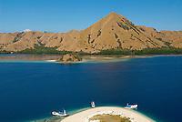 Indonesie. Flores. Baie de Labuanbajo. ile deserte. // Indonesia. Flores. Labuanbajo bay. Desert island.