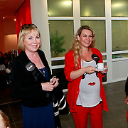NLD/Huizen/20110429 - Lintjesregen 2011, Mireille Bekooy en Jildou van der Bijl