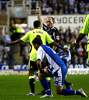 Photo: Richard Lane/Sportsbeat Images.<br />Reading v Chelsea. The FA Barclays Premiership. 15/08/2007. <br />Referee, Michael Dean books Chelsea's Ashley Cole.