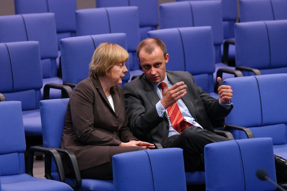 04 JUL 2002, BERLIN/GERMANY:<br /> Angela Merkel, CDU Bundesvorsitzende, und friedrich Merz, CDu, CDU/CSU Fraktionsvorsitzender, im Gespraech, Bundestagsdebatte zur Lage der Wirtschaft in Deutschland, Plenum, Deutscher Bundestag<br /> IMAGE: 20020704-01-062<br /> KEYWORDS: Gespräch
