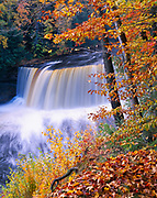 Upper Tahquamenon Falls in autumn, Tahquamenon Falls State Park, Upper Peninsula of Michigan.