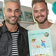 NLD/Amsterdam/20170904 - Jim Bakkum presenteert zijn kinderboek Dadoe, Jim Bakkum en Jan Kooijman