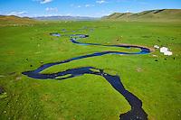 Mongolie, Arkhangai, campement nomade dans la steppe// Mongolia, Arkhangai province, yurt nomad camp in the steppe