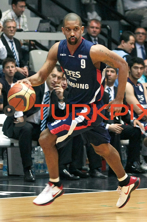 Efes Pilsen's Preston SHUMPERT during their Turkish Basketball league Play Off semi final second leg match Besiktas between Efes Pilsen at the BJK Akatlar Arena in Istanbul Turkey on Wednesday 12 May 2010. Photo by Aykut AKICI/TURKPIX