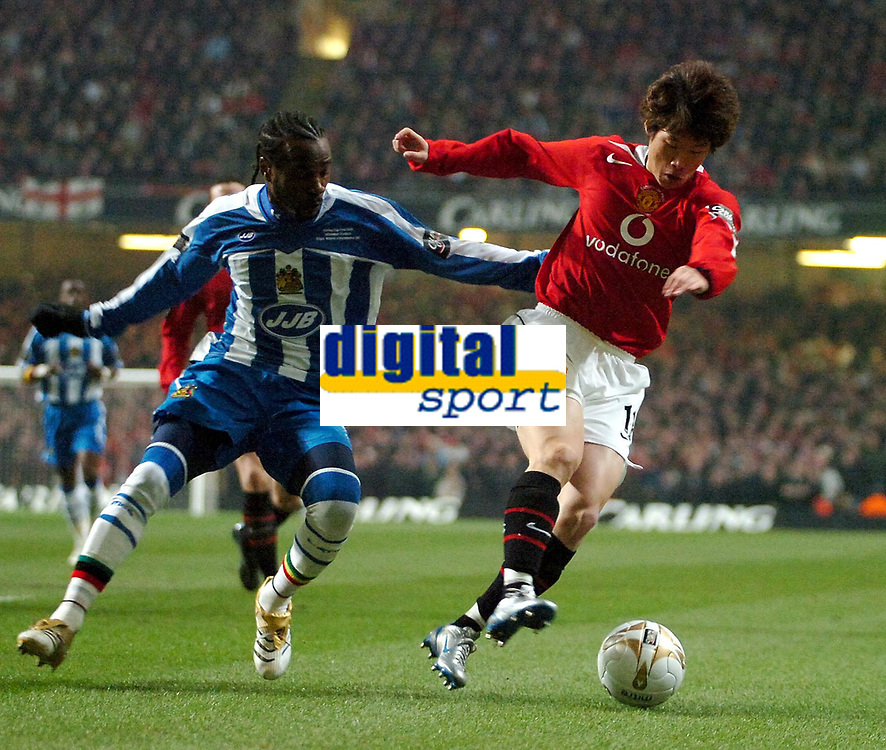 Photo: Ed Godden.<br />Manchester United v Wigan Athletic. The Carling Cup Final. 26/02/2006. Ji-Sung Park (R) runs clear of Wigans Pascal Chimbonda.
