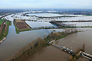 Nederland, Limburg, Gemeente Maasgouw, 15-11-2010; Onder in beeld de Stuw van Linne, links daar van de overlaat. Op het tweede plan een oude Maasarm, de enorme meander in de Maas is de Lus van Linne. Naar de horizon de Maasplassen, het resultaat van het winnen van zand en grint.  Linne Weir and Spillway (l) with an old branch of river Meuse directly behind it, the lakes on the second plan are the result of the extraction of sand and gravel...luchtfoto (toeslag), aerial photo (additional fee required).copyright foto/photo Siebe Swart