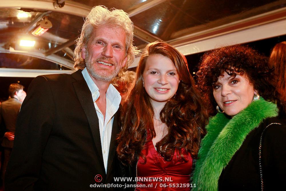 NLD/Den Haag/20110406 - Premiere Alle Tijden, henriette Tol, partner Rob Snoek en dochter Louise