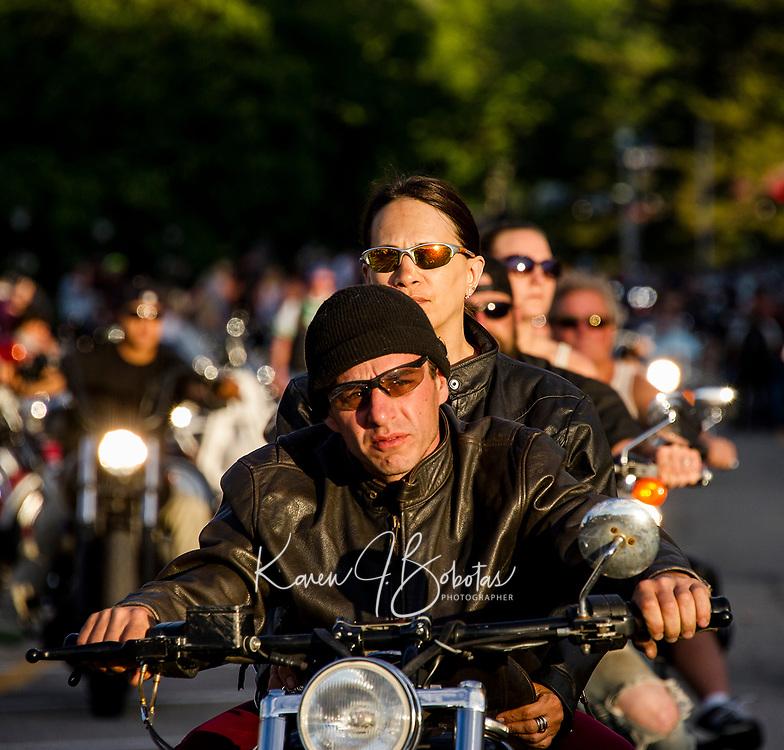 Faces in the crowd as the sun goes down along Lakeside Avenue.  (Karen Bobotas Photographer)
