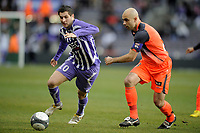 FOOTBALL - FRENCH CHAMPIONSHIP 2009/2010 - L1 - TOULOUSE FC v OLYMPIQUE LYONNAIS - 7/02/2010 - PHOTO JEAN MARIE HERVIO / DPPI - ANDRE PIERRE GIGNAC (TFC) / CRIS (OL)