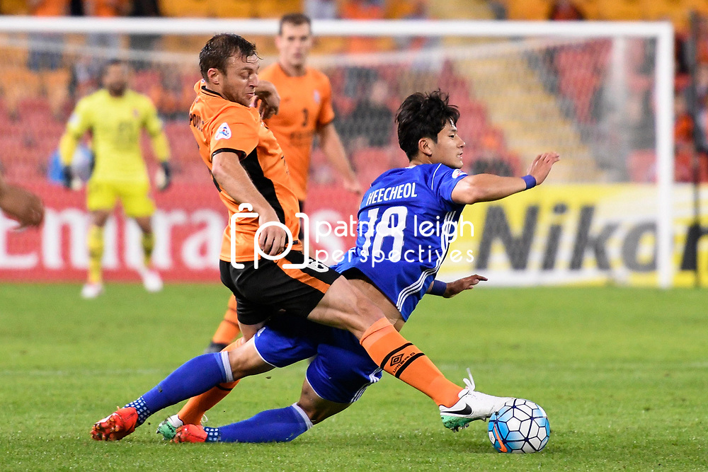 BRISBANE, AUSTRALIA - MAY 10: Nam Heecheol of Ulsan is tackled by Avram Papadopoulos of the Roar during the Asian Champions League Group Stage match between the Brisbane Roar and Ulsan Hyundai at Suncorp Stadium on May 10, 2017 in Brisbane, Australia. (Photo by Patrick Kearney/Brisbane Roar)