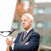NLD/Tilburg/20170916 - Beatrix bij opening jubileum expositie 25 jaar museum De Pont, burgemeester Peter Noordanus