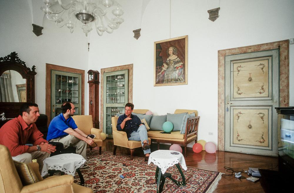 21 MAY 2000 - Garda (VR) - Gianluca Rana, industriale della pasta, nella villa sul lago con alcuni amici.