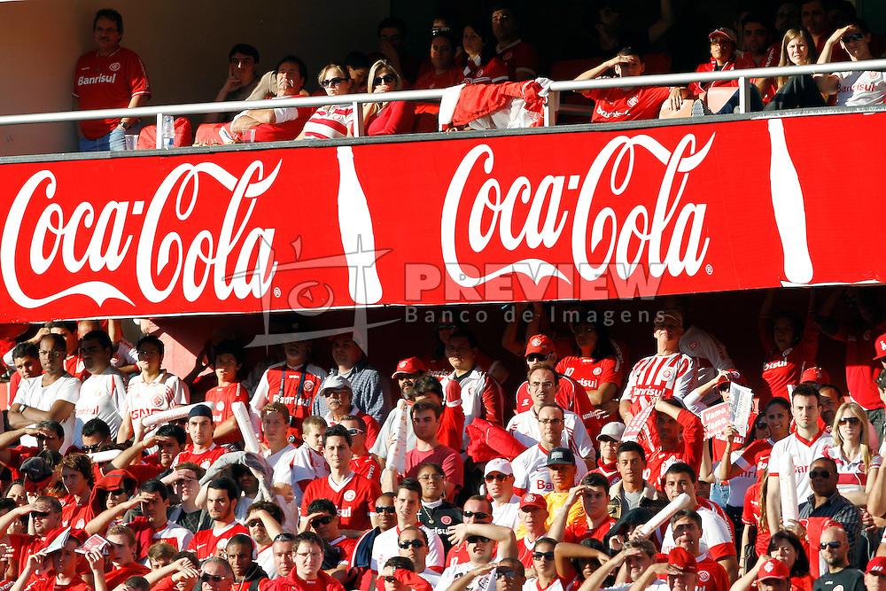 Torcedores no camarote da Coca-Cola assistem a partida entre as equipes do Internacional e Caxias, valida pela final do Campeonato Gaucho, no Estadio Beira Rio, em Porto Alegre. FOTO: Jefferson Bernardes/Preview.com