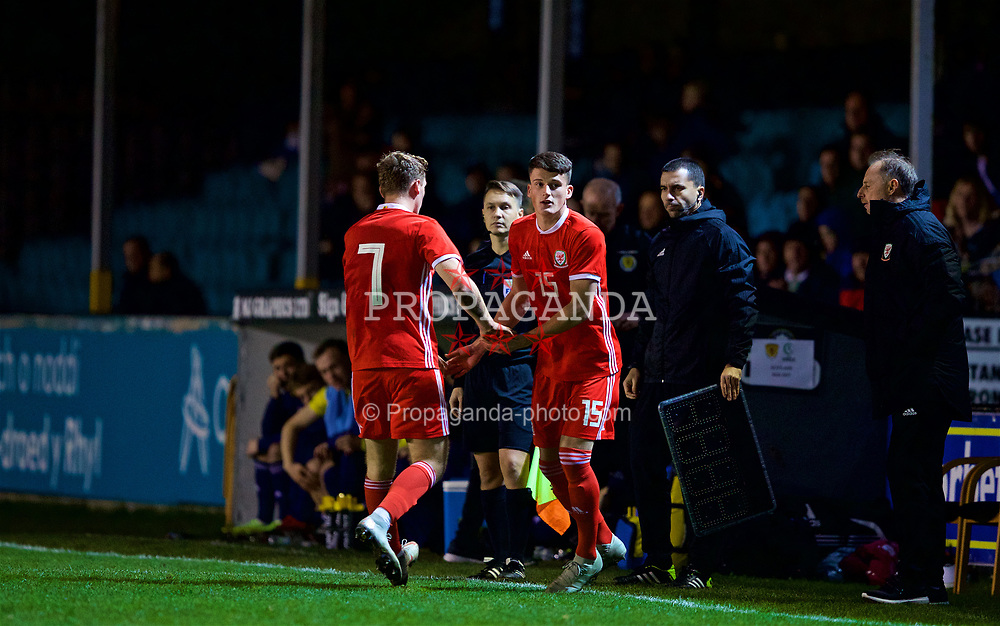 RHYL, WALES - Wednesday, November 14, 2018: Wales' Luke Jephcott is substituted for Jack Vale during the UEFA Under-19 Championship 2019 Qualifying Group 4 match between Wales and Scotland at Belle Vue. (Pic by Paul Greenwood/Propaganda)