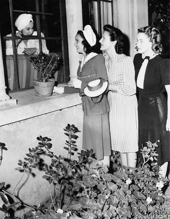 1940 Linda Darnell (with white hat) at the Hollywood Studio Club at 1215 Lodi Pl.