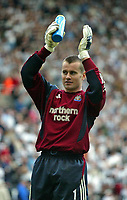 Photo. Andrew Unwin.<br /> Newcastle United v Chelsea, FA Barclaycard Premier League, St James Park, Newcastle upon Tyne 25/04/2004.<br /> Newcastle's Shay Given applauds the crowd after an excellent performance.