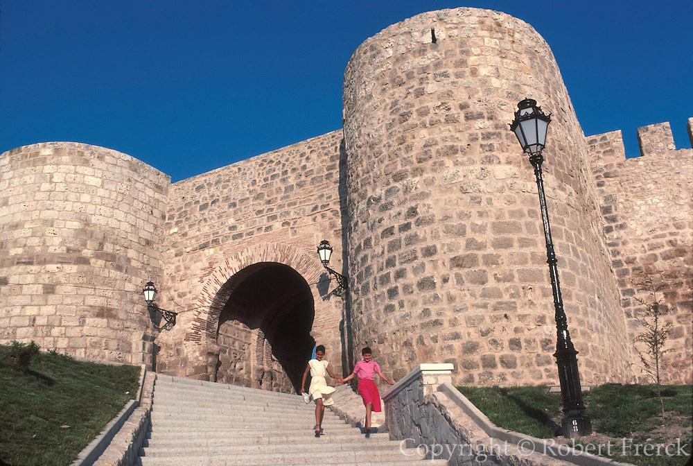 SPAIN, CASTILE and LEON, BURGOS the Arco de San Martin, main gate in the city's 14th century walls