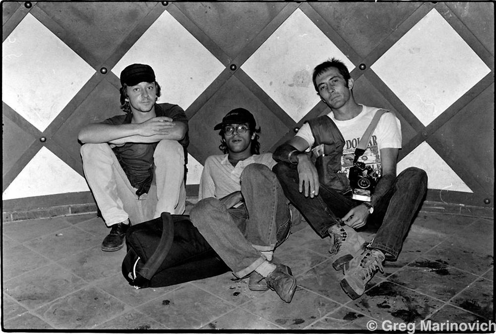 Kevin Carter (right Joao Silva (center) and Gary Bernard (left) after the death of Abdul Sharif in Kethlehong Jan 9, 1994. (photo / Mykal Nicolau)