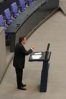10 SEP 2003, BERLIN/GERMANY:<br /> Gerhard Schroeder, SPD, Bundeskanzler, haelt eine Rede, Bundestagsdebatte zum Haushaltsgesetz 2004, Etat Bundeskanzleramt, Plenum, Deutscher Bundestag<br /> IMAGE: 20030910-01-025<br /> KEYWORDS: Generaldebatte, speech, gerhard Schröder
