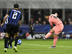 MILAN, Nov. 7, 2018  FC Barcelona's Luis Suarez (R) shoots during the UEFA Champions League Group B match between FC Inter and FC Barcelona in Milan, Italy, on Nov. 6, 2018. The match ended with 1-1 draw. (Credit Image: © Augusto Casasoli/Xinhua via ZUMA Wire)