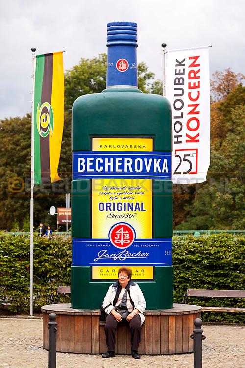 20-09-2015: Jan Becher Museum in Karlovy Vary (Karlsbad), Tsjechië. Foto: Becherovka reclame bij het Jan Becher museum