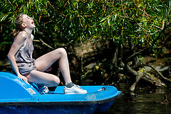 © Licensed to London News Pictures. 15/08/2016. London, UK. A girl enjoys hot weather and sunshine on a paddle boat in Regent's Park, London on Monday, 15 August 2016. Photo credit: Tolga Akmen/LNP