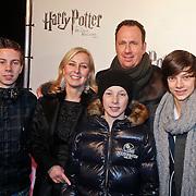NLD/Utrecht/20101116 - Premiere Harry Potter, Jochem van Gelder, partner Gabrielle Strik en kinderen David, Levi, Jesse