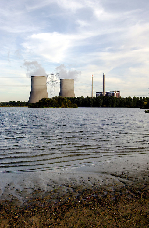 Nederland, omgev. Roermond, 25  sept 2003.Clauscentrale van Essent. Electriciteitscentrale, .energieopwekking.Foto (c) Michiel Wijnbergh/Hollandse Hoogte