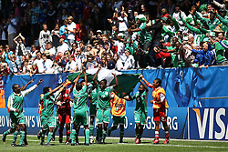 25.07.2010,  Augsburg, GER, FIFA U20 Womens Worldcup, , Viertelfinale, USA vs Nigeria,  im Bild Team Nigeria feiert mit seinen Fans  , EXPA Pictures © 2010, PhotoCredit: EXPA/ nph/ . Straubmeier+++++ ATTENTION - OUT OF GER +++++ / SPORTIDA PHOTO AGENCY