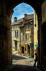 A narrow cobbled street in Saint Emilion, France<br /> <br /> (c) Andrew Wilson | Edinburgh Elite media
