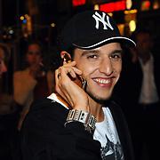 NLD/Amsterdam/20070522 - Premiere Pirates Of The Caribbean 3, Ali B. aan de telefoon