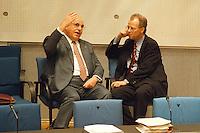 """05 FEB 1998, BONN/GERMANY:<br /> Helmut Kohl, CDU, Bundeskanzler, und Rudolf Scharping, SPD, Fraktionsvorsitzender, Debatte """"Nichtraucherschutz"""", Bundestag<br /> IMAGE: 19980205-03/02-18"""
