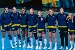 Team Sweden before the Women's EHF Euro 2020 match between Denmark and Sweden at Jyske Bank BOXEN on december 11, 2020 in Kolding, Denmark (Photo by RHF Agency/Ronald Hoogendoorn)