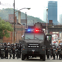 A police lines forms on Penn Avenue to repel demonstrators  outside of downtown Pittsburgh, Pennsylvania as they attempt to march to the location of the G20 summit in Pittsburgh, Pennsylvania on September 24, 2009.   Pittsburgh is the host city for the two day  G20 Conference.     UPI /Archie Carpenter