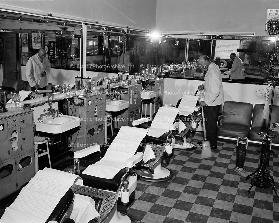Y-500703A2.  Antiseptic Barber Shop, 622 SW Yamhill, Portland, Oregon, closed for July 4th weekend July 3, 1950