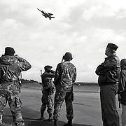 NLD/Soesterberg/19931013 - Vertrek eerste Amerikaanse F-15 naar terug naar Amerika vanaf Soesterberg, flyby