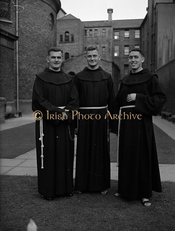 09/10/1959<br /> 10/09/1959<br /> 09 October 1959<br /> Franciscans leave for South Africa. Three Franciscans who left Dublin for Rome en route to the Irish Franciscan Mission of Kokstad in South Africa. They were (l-r): Rev. Fr. John Baptist Kerr O.F.M. (Drogheda); Rev. Fr. Eric Austin O.F.M (Dublin) and Rev. Fr. Manus Campbell O.F.M. (Belfast). They were present at the ceremony in St. Peter's Basilica, Rome the next  Sunday when the Pope presented mission crosses to more than three hundred priests and nuns leaving for the Mission Fields.