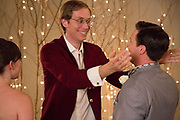 TABLE 19, CENTER: STEPHEN MERCHANT, 2017. PH: JACE DOWNS/TM & COPYRIGHT ©FOX SEARCHLIGHT PICTURES. ALL RIGHTS RESERVED.