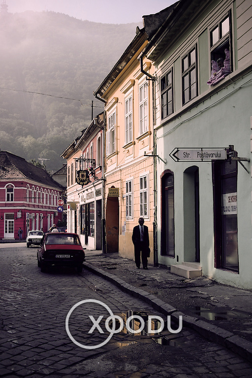 Brasov backstreet, Brasov, Romania (July 2005)