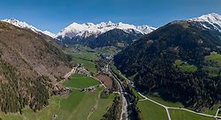 THEMENBILD – Übersicht auf das Kalser Tal mit den Ortsteilen Lana, Ködnitz, Glor, Grossdorf und Burg, im Hintergrund der Schneebedeckte Grossglockner (3.798m). Kals am Großglockner, Österreich am Mittwoch, 1. Mai 2019 // Overview of the Kalser valley with Lana, Ködnitz, Glor, Grossdorf and Burg, in the background the snow covered mountain Grossglockner (3798m). Wednesday, May 1, 2019 in Kals am Grossglockner, Austria. EXPA Pictures © 2019, PhotoCredit: EXPA/ Johann Groder